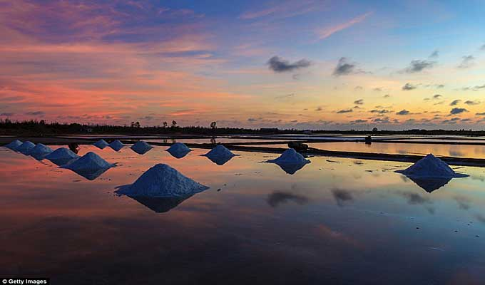 Viet Nam's salt fields in top most breathtaking sunsets on earth