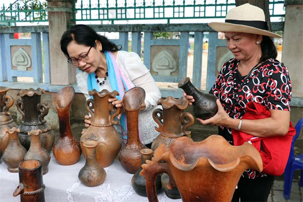 Ninh Thuan to apply for UNESCO status for Cham pottery
