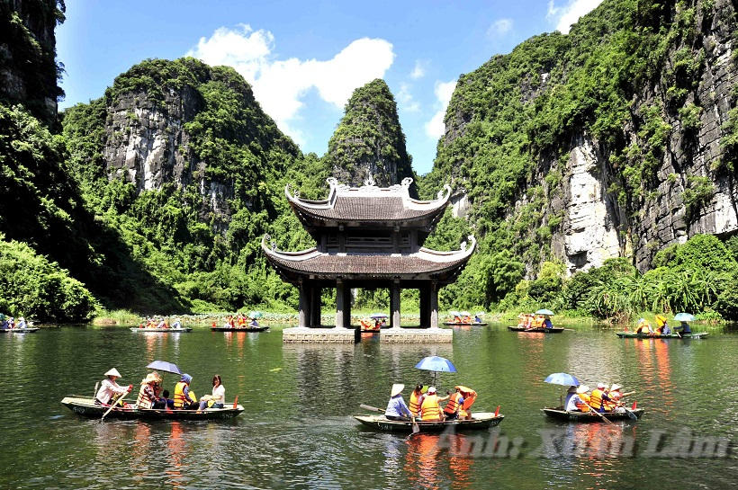 Escape sunny with the cool green water of Ninh Binh